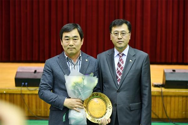 보령시의회 임영재 의원이 지난 12일 제38회 장애인의 날 기념식에서 충남지체장애인협회 보령시지회가 수여하는 감사패를 수상했다.